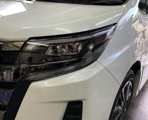 トヨタ ノアに触媒を使ったガラスコーティングを施工